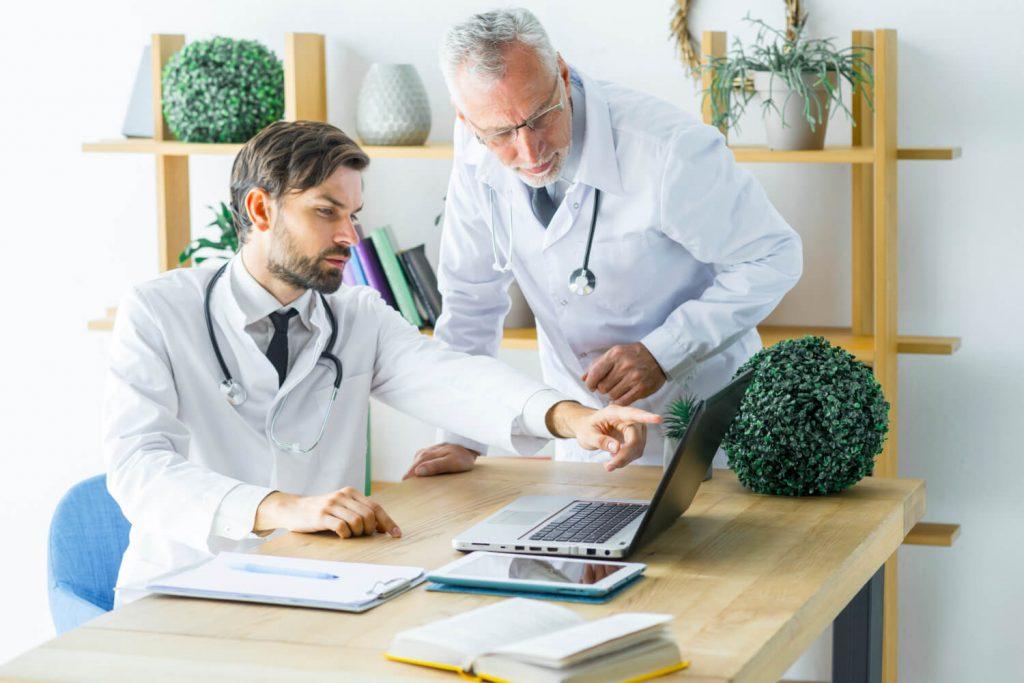 praca z lekarzem